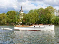 Dieser Schone Backdecker Aus Der Engelbrecht Werft Kopenick Ist Bestens Geeignet Fur 6 Personen Bootsfuhrer Und Ideal Die Berliner Partyschiff Schiff Boote