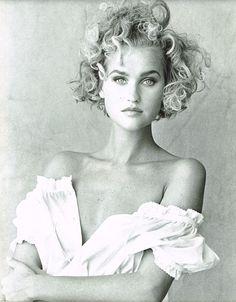 Photos PETER LINDBERGH  Vogue IT - Blusa Bianca Che Sboccia Fragile - Michelle Eabry - April 1987
