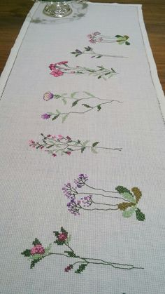 Cross Stitch Embroidery, Hand Embroidery, Cross Stitch Patterns, Bargello, Cross Stitch Flowers, Table Runners, Needlepoint, Flamingo, Beads