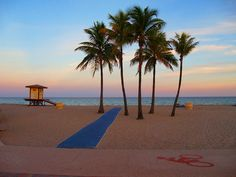 HOLLYWOOD BEACH BOARDWALK - photo by Aaron Whitaker (Hollywood, Florida)