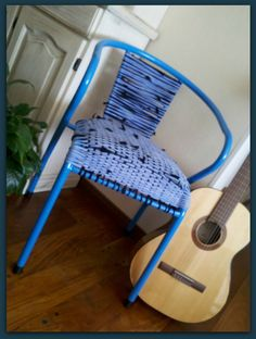 Silla reciclada con asiento de totora. http://www.tusmanosylasmias.blogspot.com.ar/