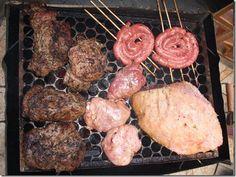 Postas de bondiola de cerdo con chimichurri, salsicha parrillera, molleja y vacío