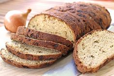 Sehr feines Low Carb Zwiebelbrot mit einem Teig aus Goldlein-, Mandel- und Kokosmehl. Perfekt für Brotzeit mit vielen Gästen. Sollte innerhalb kurzer Zeit aufgebraucht werden.