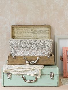 CORAL & LACE DETAIL GOODHOMES MAGAZINE OCTOBER 2013 STYLING EMMA CLAYTON	 PHOTOGRAPHY OLIVER GORDON