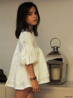 Like the sleeves and shape of this top but that child needs some leggins~ Bimbi blusón sirenita SS13