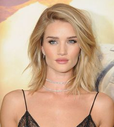 Rosie Huntington Whiteley's glowy, highlighted skin and easy golden-blond long bob haircut