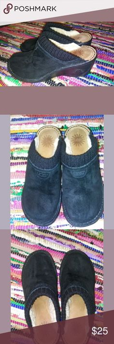 UGG 1934 Gael Black Suede Shearing Sheepskin Clogs These shoes are in pretty good used condition. These are leather and genuine sheepskin and the outer souls are made of rubber. These are a size 7. If you have any questions about these please feel free to ask me thank you. UGG Shoes Mules & Clogs