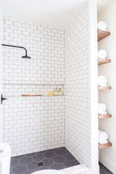 25 Beautiful Farmhouse Bathroom Shower Decor Ideas And Remodel. If you are looking for Farmhouse Bathroom Shower Decor Ideas And Remodel, You come to the right place. Below are the Farmhouse Bathroom. Bad Inspiration, Bathroom Inspiration, Bathroom Renos, Bathroom Interior, Bathroom Remodeling, Budget Bathroom, Shower Ideas Bathroom, Tile Shower Shelf, Bathroom Makeovers