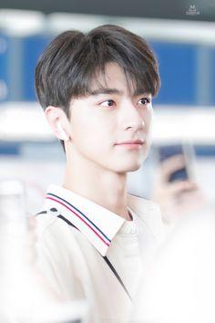 Asian Love, Asian Men, Ulzzang Korean Girl, Chinese Boy, Chinese Actress, Asian Actors, Handsome Boys, Bts Jimin, Cute Guys