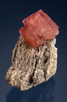 Fluorite Fluorite crystal on a matrix of granite. The fluorite is pink and lustrous. Photo: Robert Weldon Size: 8.7 x 4.1 x 3.6 cm Country: Italy Locality: Piemonte