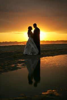 Who leaves their reception to capture the perfect sunset? This couple did!