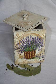 """Sepetler, kutular el yapımı.  Fuar Masters - baharat """"Provence"""" için büyük el yapımı kutusu.  El yapımı."""