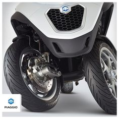 The two front wheels ensure reliable safety in every situation. #piaggio #PiaggioMP3
