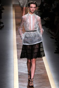Valentino Spring 2012 Ready-to-Wear Fashion Show - Daga Ziober (Elite) Couture Mode, Couture Fashion, Runway Fashion, Fashion Week Paris, Fashion 101, Fashion Show, Fashion Outfits, Review Fashion, High Fashion