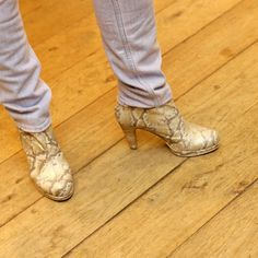 Ga voor een dierenprint op je schoenen, houd de rest van je outfit dan rustig, dan vallen zij extra op!