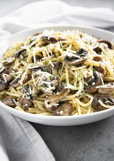 Garlic Butter Mushroom Pasta is a simple pasta dish that makes for a flavorful weeknight dinner! Spaghetti noodles combine with sauteed mushrooms in a decadent butter garlic sauce! Garlic Butter Mushrooms, Creamed Mushrooms, Stuffed Mushrooms, Stuffed Peppers, Pasta With Mushrooms, Linguine, Healthy Eating Tips, Healthy Recipes, Healthy Drinks