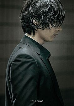 Won Bin is fantastic in Ajeossi (The Man From Nowhere, 2010).