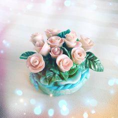 Очень нежный розовый букетик. Холодный фарфор. Акрил. Высота 6см. #холодныйфарфорнск #Академгородок #своимируками #статуэтки #идеиподарков…