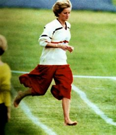 1990-06-12 Diana runs in the Mother's Race at the Wetherby School Sports Day