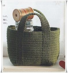 """Meu Paraiso: Bolsas - diagrams for several bags here, really nice (they're in French, but i'll bet we can translate) """"Crochet green bag with diagram - croc Crochet Diy, Bag Crochet, Crochet Shell Stitch, Crochet Handbags, Crochet Purses, Love Crochet, Crochet Crafts, Beautiful Crochet, Crochet Baskets"""