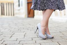 Stilettos, Stylish, Gabriel, Classic Style, What To Wear, Ballet Skirt, Feminine, Legs, Modern