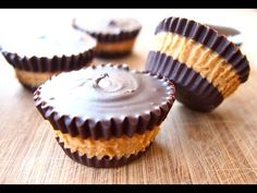 How to make chocolate peanut butter cups from scratch with just 2 ingredients. GETTING READY Line a cupcake tin with liner and set aside. MAKING In a heat. Reeses Peanut Butter Cup Recipe, Homemade Peanut Butter Cups, Homemade Chocolate Chip Cookies, Chocolate Peanut Butter Cups, Homemade Candies, Mini Desserts, Delicious Desserts, Candy Recipes, Snack Recipes