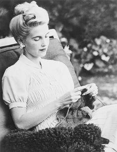 Barbara Hutton, knitting