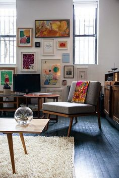 gallery walls used to make tv more discreet
