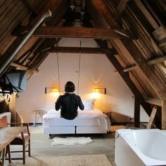 swing in a bedroom? AWESOME.