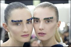 Glitter eyebrows at CHANEL ready to wear fall 2012 Chanel Makeup, Beauty Makeup, Hair Makeup, Hair Beauty, Chanel Beauty, Makeup Style, Glitter Eyebrows, Chanel Runway, Chanel Paris