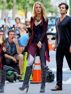 Every Time Blake Lively Rocked 'Gossip Girl' Chic On The Red Carpet Blake Lively In Rupert Sanderson- ellemag Mode Gossip Girl, Estilo Gossip Girl, Gossip Girl Outfits, Gossip Girl Fashion, Fashion Tv, Star Fashion, Winter Fashion, Fashion Outfits, Gossip Girl Clothes