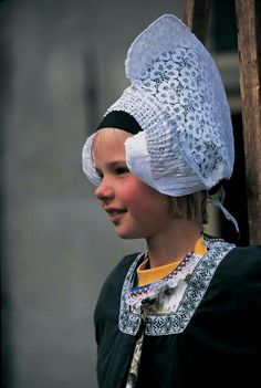 Dutch girl wearing traditional clothes and headdress, Volendam, The Netherlands Beautiful Children, Beautiful People, Folklore, Folk Costume, Costumes, Kingdom Of The Netherlands, Holland Netherlands, World Cultures, Kirchen