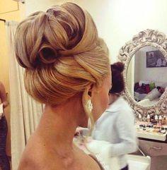hair styles for medium hair wedding hair dos for wedding hair hair pins hair vine wedding hair hair style for medium hair bun wedding hair Easy Bun Hairstyles, Pretty Hairstyles, Wedding Hairstyles, Natural Hairstyles, Ladies Hairstyles, Summer Hairstyles, Wedding Hair And Makeup, Hair Makeup, Cabelo Ombre Hair