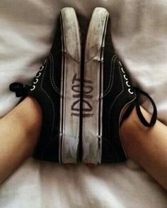 Discovered by Andrea. Find images and videos about black, grunge and shoes on We Heart It - the app to get lost in what you love. Grunge Tumblr, Estilo Grunge, Shoe Image, Martens, Grunge Photography, People Photography, Foto Instagram, Green Day, Aesthetic Grunge