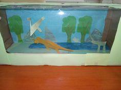 Een open kijkdoos gemaakt van een oude doos (speelgoed boot). Dit is met dino's, maar je kan van alles maken
