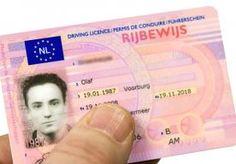 15-Apr-2013 7:54 - GRATIS RIJBEWIJS NA ROOF. Burgemeester Van der Laan van Amsterdam wil dat slachtoffers van beroving en diefstal, die daarbij hun paspoort of rijbewijs zijn kwijtgeraakt, het id-bewijs goedkoper of zelfs gratis kunnen vervangen.
