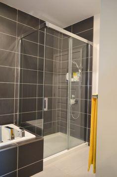 Rénovation de salle de bain, Douche en verre et en céramique ...