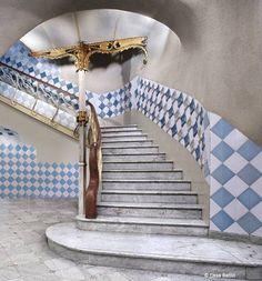 Casa Batlló - Antoni Gaudí Art Nouveau Architecture, Unique Architecture, Antonio Gaudi, Barcelona Catalonia, Stair Steps, Fantasy Places, Stairway To Heaven, Romanesque, Stairways