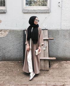 Beautiful Hijab Style For Special Occasions - Hijab Fashion Inspiration Islamic Fashion, Muslim Fashion, Modest Fashion, Korean Fashion, Fashion Outfits, Street Hijab Fashion, Abaya Fashion, Hijab Casual, Hijab Outfit