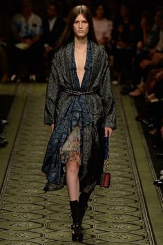 #Burberry  #fashion  #Koshchenets   Burberry Fall 2016 Ready-to-Wear Collection Photos - Vogue