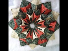 YouTube Christmas Sewing, Christmas Projects, Christmas Runner, Craft Online, Story Elements, Quilted Table Runners, Mug Rugs, Table Toppers, Quilt Blocks
