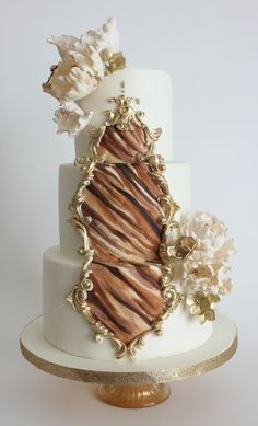 Jungle inspired wedding cake from La Fabrik à Gâteaux ! inspiration from The Caketress