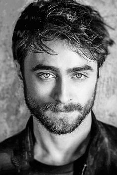 Daniel Radcliffe - the first pic of him where he looks real good