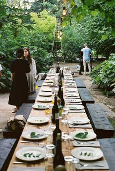 Outdoor garden party know how to Tablescape organic