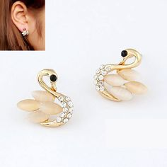 Swan crystal earstud  Ready stock and free normal mail in Singapore  www.cuteclozette.com