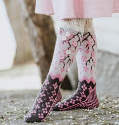 Ravelry: Soturiprinsessa Sukat pattern by Titta Järvensivu Wool Socks, Knit Mittens, Knitting Socks, Free Knitting, Loom Knitting Patterns, Knitting Stitches, Knitting Tutorials, Stitch Patterns, Stocking Pattern
