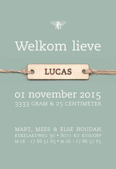 Strak geboortekaartje met houten label_kokostouw_oud groen_bos_#www.studiokuuk.nl