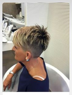 Beta I razor cut Hair and beauty Very short hair, Short pixie how to style short razor cut hair - Hair Cutting Style Funky Short Hair, Very Short Hair, Short Hair Cuts For Women, Short Cuts, Layered Pixie Cut, Pixie Cuts, Asymmetrical Pixie, Razor Cut Hair, Razor Cuts