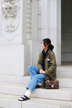 0402Mizuho K- outfit:COMME CA ISM-turtle neck knit sweater_SheIn-frayd hem jeans_BIRKENSTOCK-Sandals_Tabio-white Socks_Avan lily-Long jacket-Cozy Casual #streetstyle #Japanesefashion #blogger #ootd #outfit #xoxoHilamee #MizuhoK #ストリートスナップ #コーデ #ファッションブロガー #コーディネート #ファッション #サンダル×靴下 #タートルネック #アーミーグリーン #ロングジャケット #フレイドヘムジーンズ