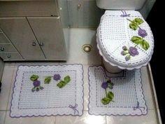 Jogo de banheiro lilás e branco